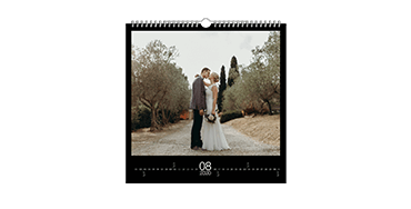 Väggkalender i kvadratiskt format