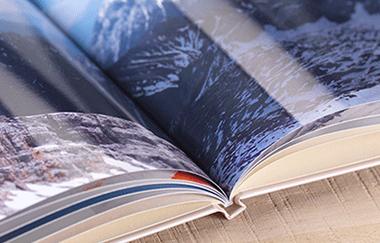 Zvláštne miesto má CEWE FOTOKNIHA XXL panoráma v exkluzívnej prémiovej koženej alebo plátenej väzbe, ktorej vnútornosti sú vyrobené z papiera premium, ktorý má hrúbku 250 g / m².