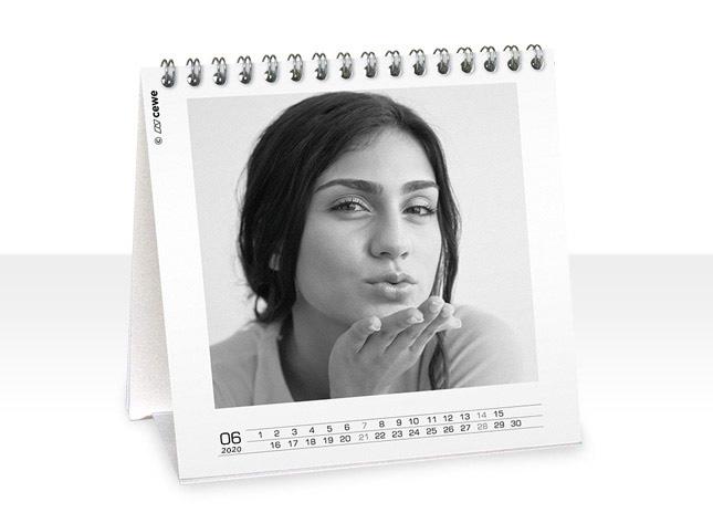 12+1 egyedileg szerkesztett négyzetes asztali naptár oldal - Cewe