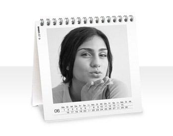 Kedvenc fotói 12+1 spirálozott négyzetes asztali naptár oldalon
