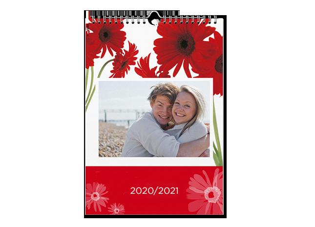 Családi képek és határidők A4 méretű naptár oldalakon