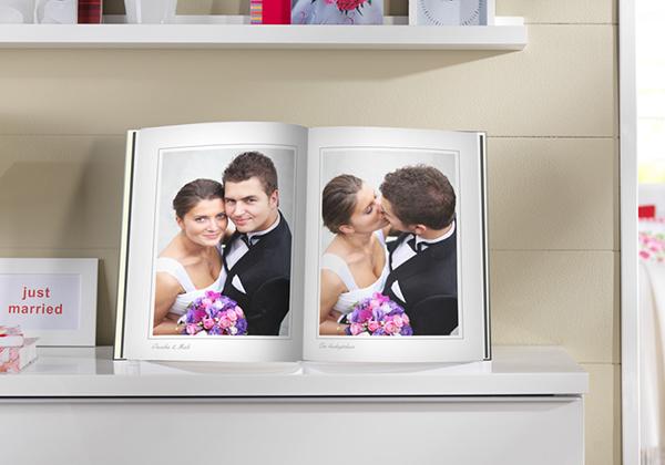 fotoboek xxl staand met foto's van een huwelijk
