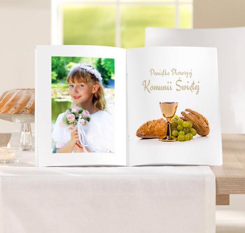 Niezwykłe chwile warto utrwalić na dłużej, projektując trwałą i estetyczną fotoksiążkę, która jest świetnym prezentem dla dziecka oraz pamiątką na długie lata.