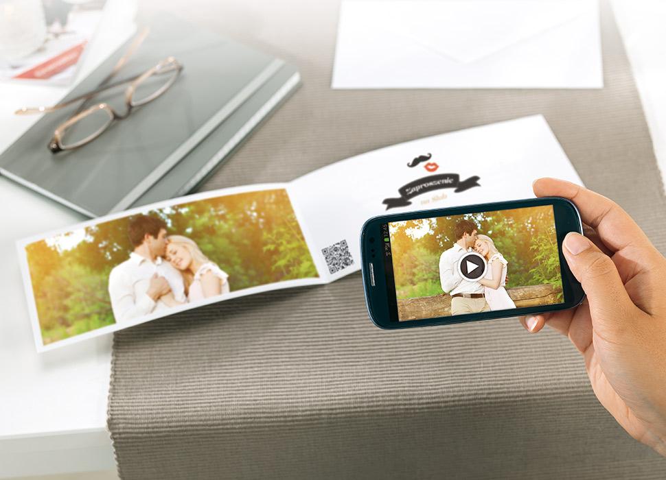 5. Odtwórz wideo w smartfonie lub na tablecie skanując kod QR.
