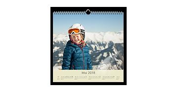 Štvorcový nástenný kalendár