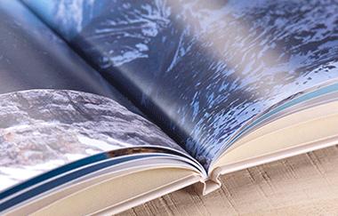 Dovolenková fotokniha na papiery s lesklým povrchom