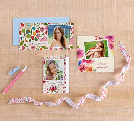 Zaprojektuj fotokartki z szablonami kwiatowymi
