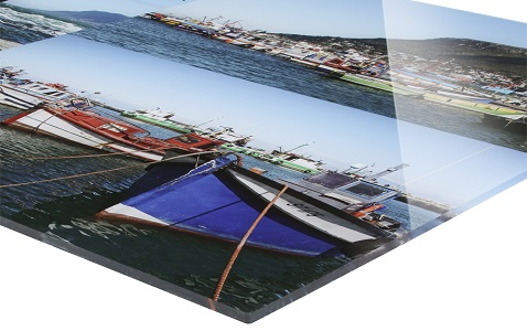 Foto pod akrylátovým sklom